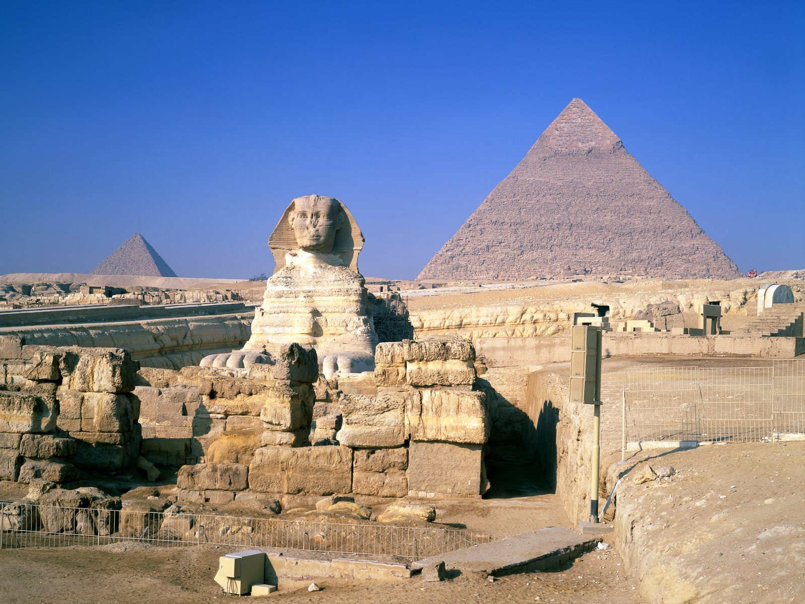 the_mysterious_pyramids_great_sphinx_giza_egypt_wallpaper-normal